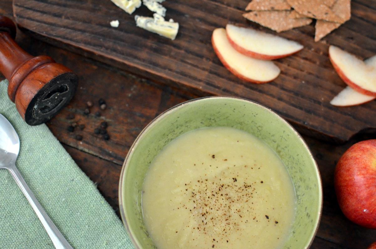 Sopa de batata doce com maçã e gorgonzola