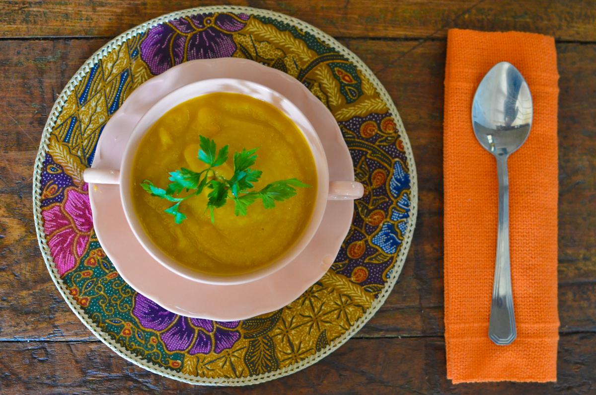 Sopa de batata doce com gengibre