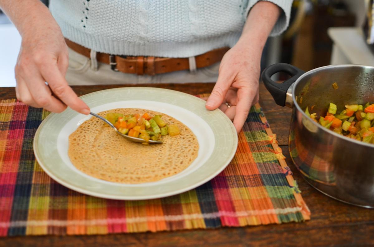 panqueca vegana com recheio de legumes
