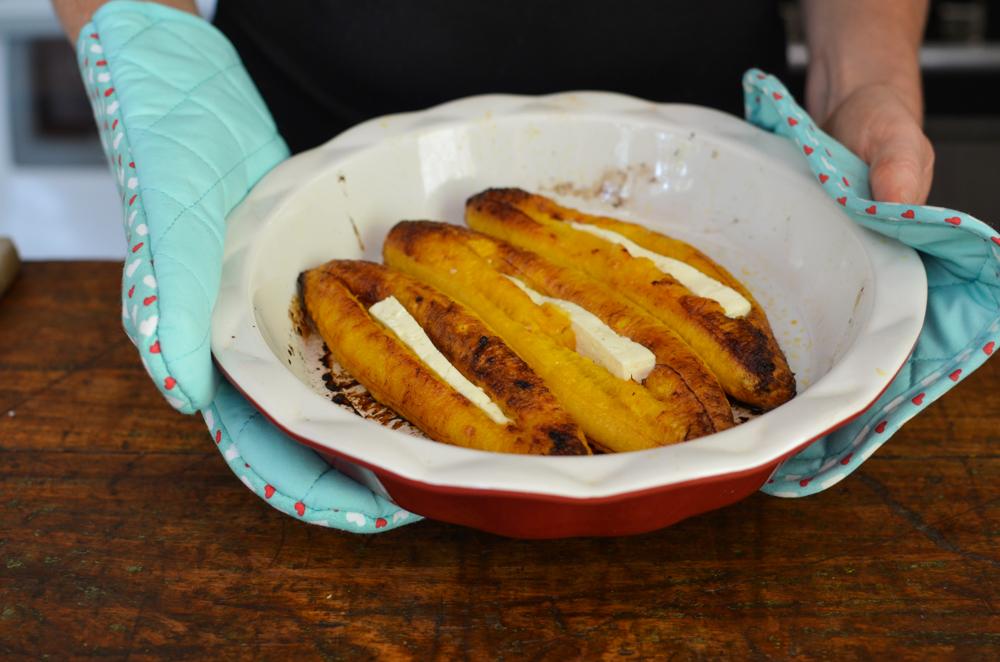 banana assada com queijo