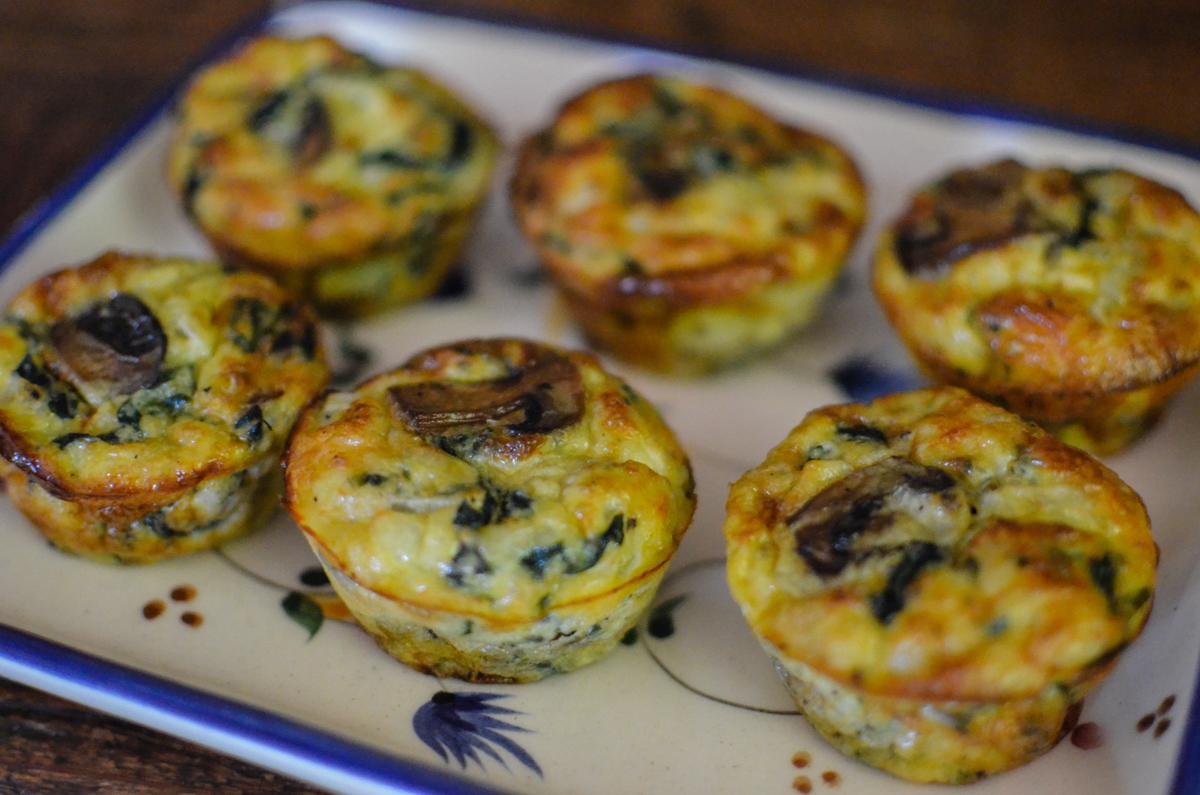 mini quiche de espinafre com cogumelos