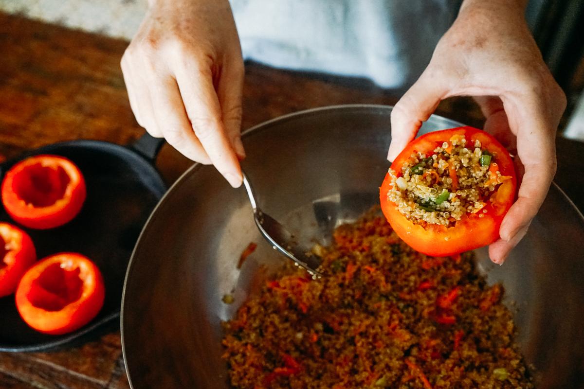 como fazer tomate recheado