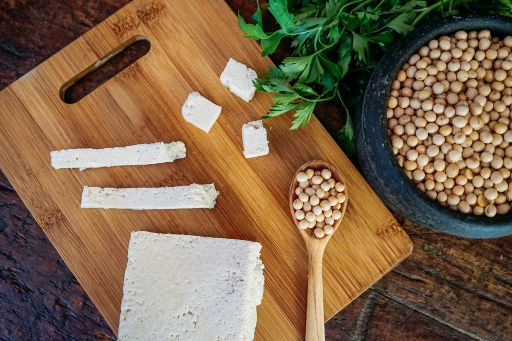 Como fazer tofu - o queijo de soja vegano