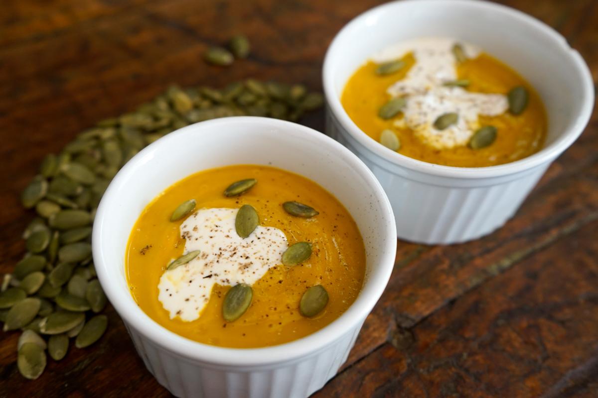 sopa de abóbora com leite de coco e curry