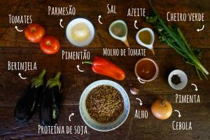Ingredientes berinjela recheada com proteína de soja