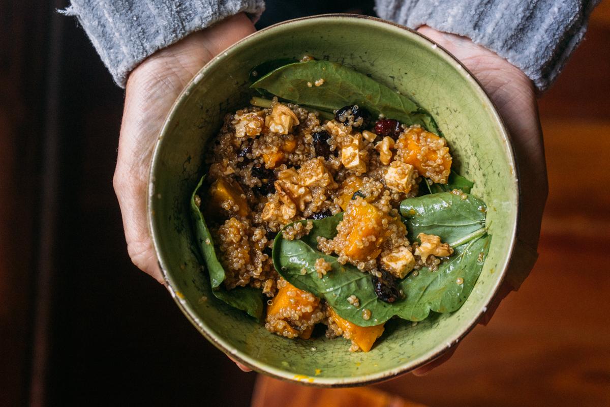 Salada de quinua com abóbora e tofu
