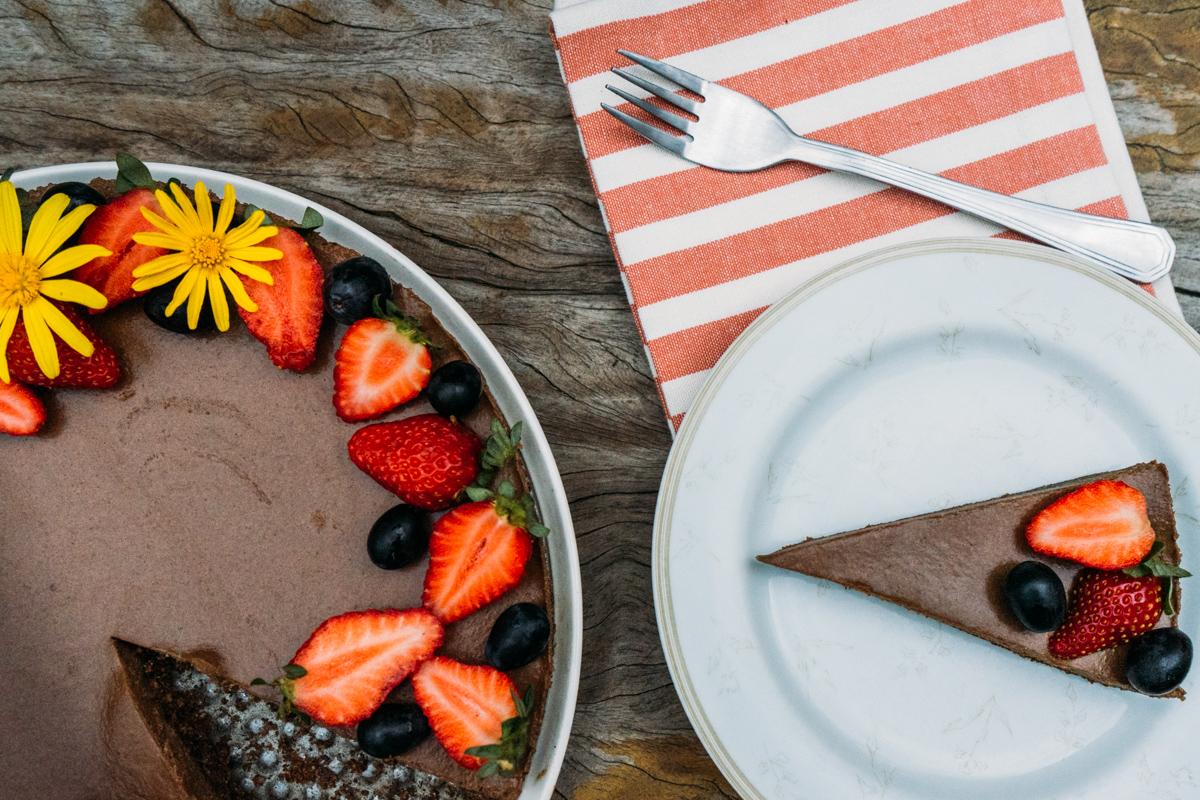Torta de Chocolate vegana com frutas