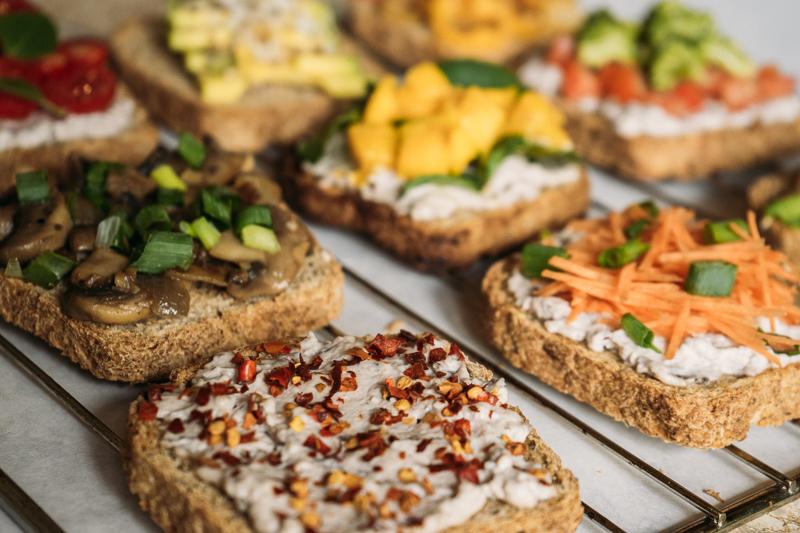 9 ideias de torradas veganas para o dia a dia