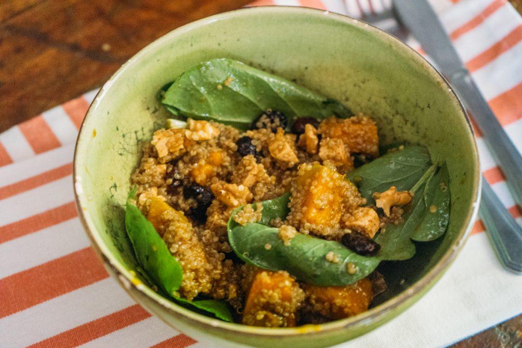 Salada de quínua com abóbora e tofu
