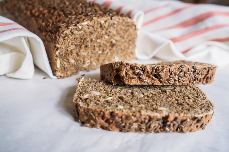 Pão de grãos feito em casa
